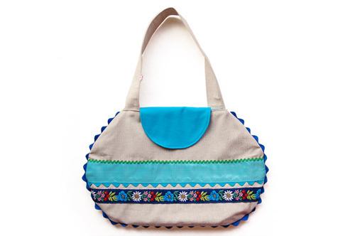 Linen bag with blue appliqué ribbons